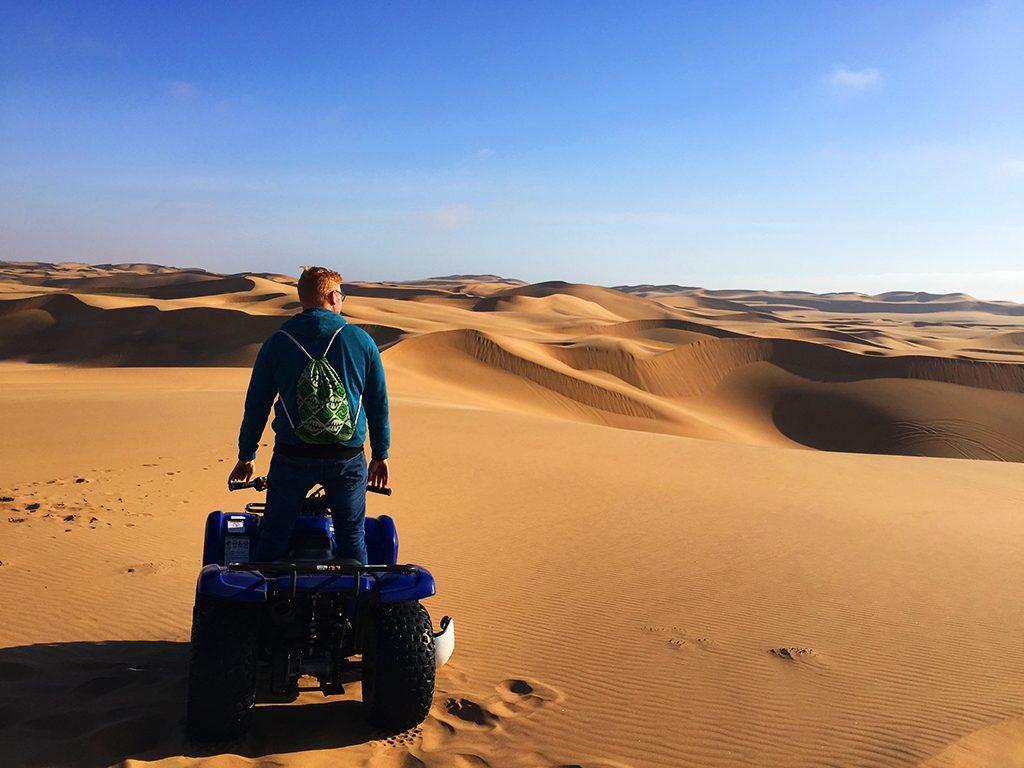 Quadf ahren in der Namib-Wüste